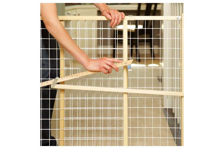 4615�North States Wide Wire Mesh Adjustable Child & Pet Safety Gate